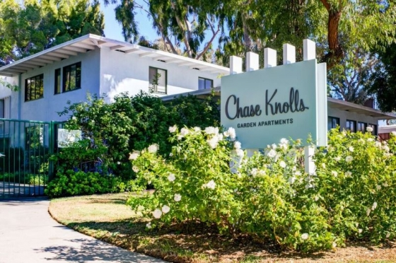 $2,264, 2br, 2 bd/1 bath Chase Knolls Apartments in Sherman Oaks, California offers a variety of 1, 2 and 3 b...