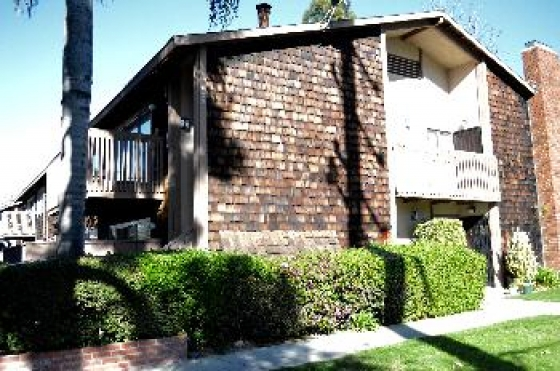 $1,525, 2br, Updated 2 Bedroom Santa Ana Apartment