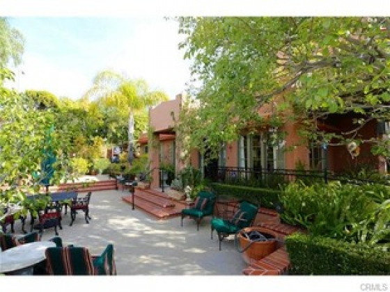 $6,500, 2br, Charming quintessential cottage located on one of the most desirable tree streets in North Laguna