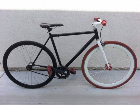 Fixie Bike with 700C Wheels