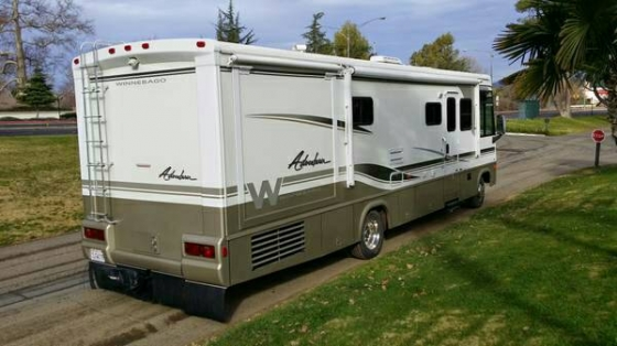 2002 Winnebago adventurer two slides